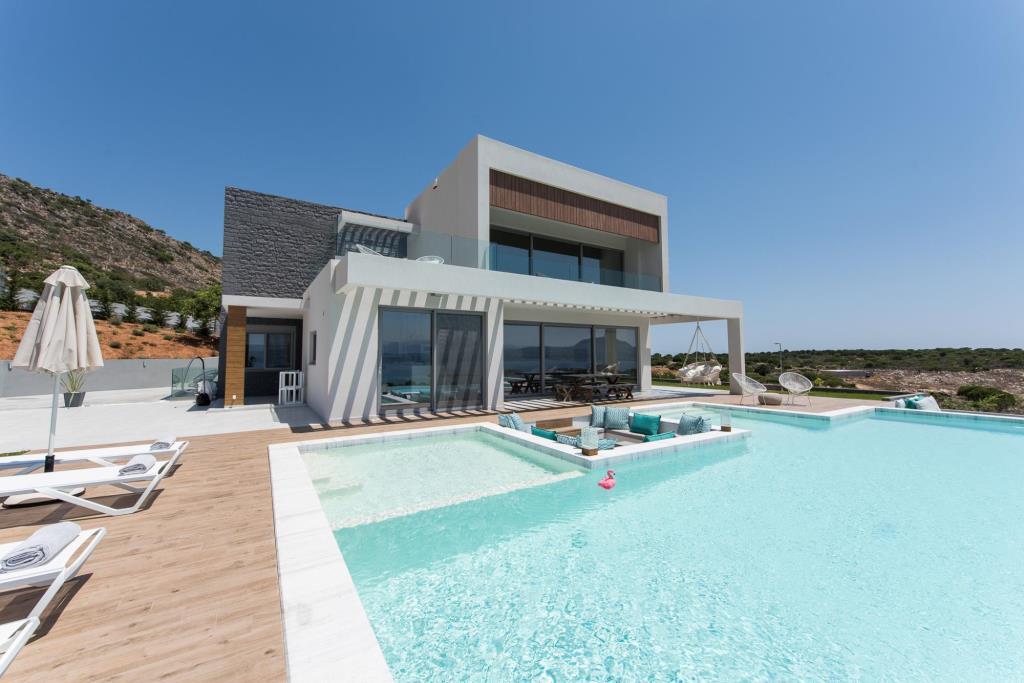 Pool & Exterior